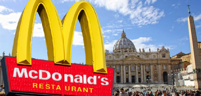 Umstrittene McDonald's-Filiale eröffnet am Vatikan